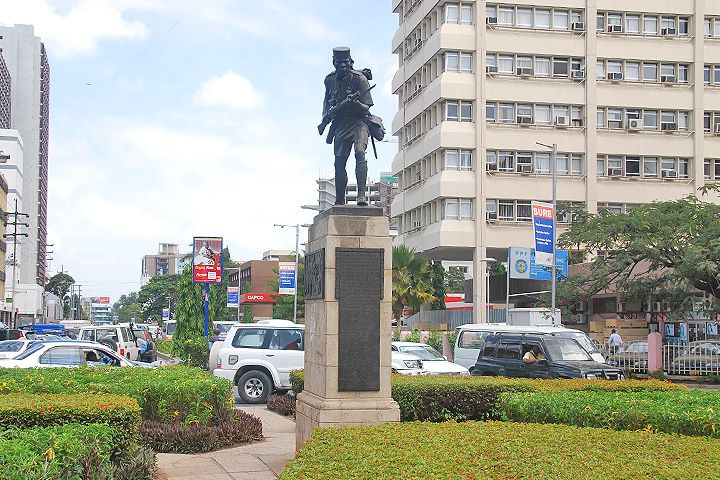 Dar es Salaam City Center, Askari Monument